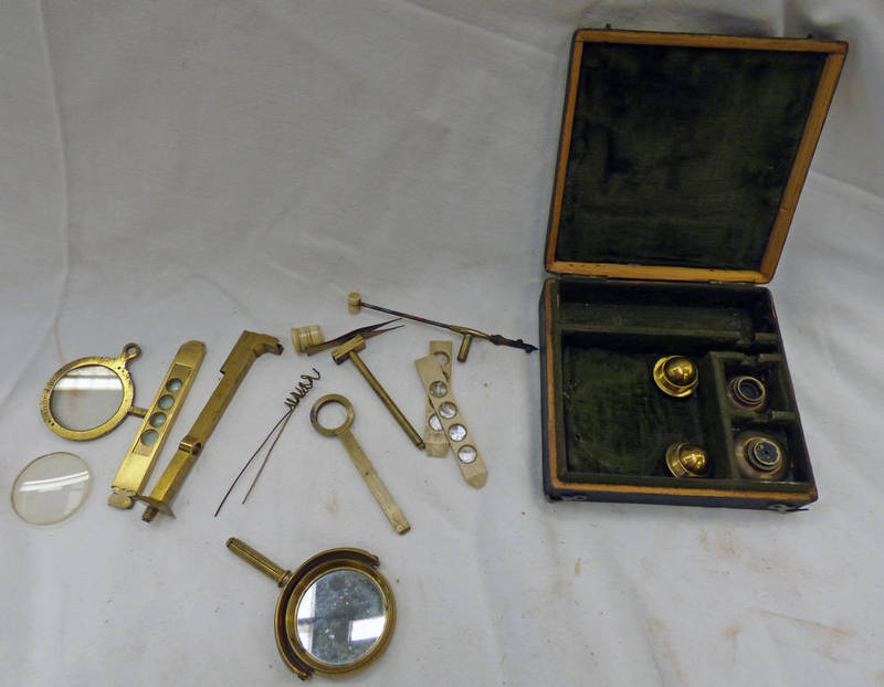 TRAVELLING MICROSCOPE SET IN ITS CASE