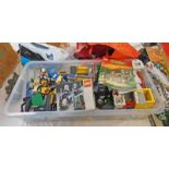 SELECTION OF LOOSE LEGO TOGETHER WITH SOME VINTAGE EMPTY BOXES