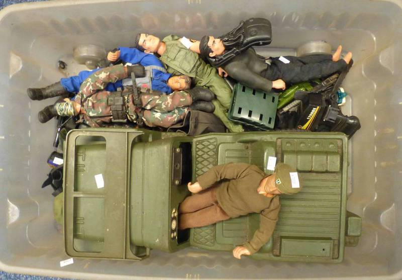 ACTION MAN JEEP TOGETHER WITH VARIOUS FIGURES AND ACCESSORIES