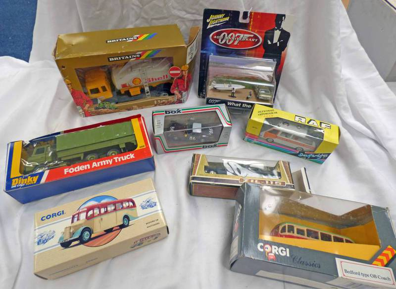 SELECTION OF DINKY, CORGI, BRITAINS ETC MODEL VEHICLES INCLUDING 668 - FODEN ARMY TRUCK,