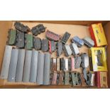 SELECTION OF VARIOUS LOOSE ROLLING STOCK & TENDERS FROM WRENN, TRIX TWIN,