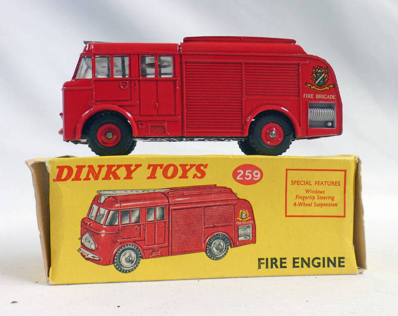 DINKY TOYS 259 - FIRE ENGINE.