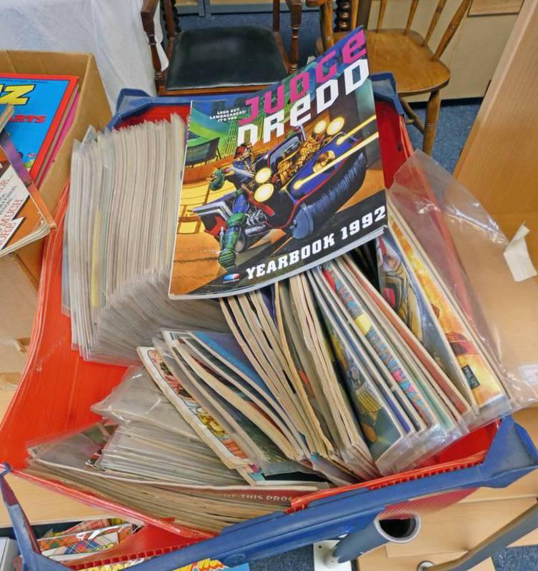 SELECTION OF VARIOUS JUDGE DREDD 2000 AD COMICS & ANNUALS