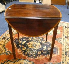 EARLY 20TH CENTURY MAHOGANY DROP LEAF TABLE WITH BOXWOOD CROSSBANDING ON SQUARE SUPPORTS LENGTH