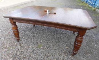 Lot withdrawn 19TH CENTURY OAK WIND-OUT DINING TABLE WITH 2 EXTRA LEAVES ON TURNED SUPPORTS,