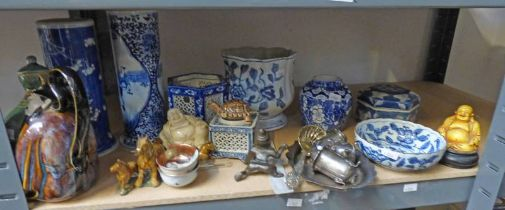 SELECTION OF VARIOUS ORIENTAL BLUE AND WHITE PORCELAIN ETC OVER ONE SHELF