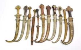 ~ A quantity of Indian metal mounted kinjhals in scabbards (1 tray)