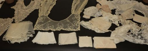 Assorted Late 19th/Early 20th Century Lace, comprising Maltese and tape lace collars, cuffs,