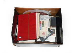 Sorter's Carton with piles of unsorted Australia 1913 to modern in albums and on pages, other