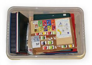 Storage Box containing albums, packets, stockleaves incl. a clean unmounted mint collection of
