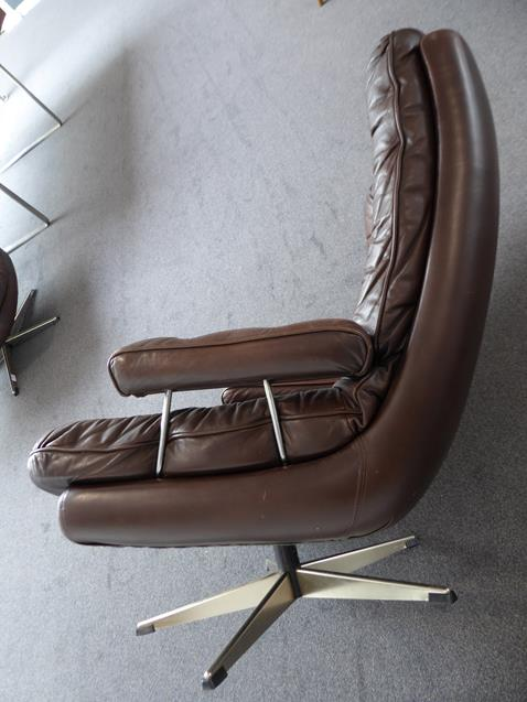A Pair of 1970's Scandinavian Buttoned Brown Leather and Chrome Lounge Chairs, five prong base - Image 19 of 25