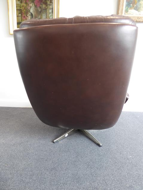 A Pair of 1970's Scandinavian Buttoned Brown Leather and Chrome Lounge Chairs, five prong base - Image 15 of 25