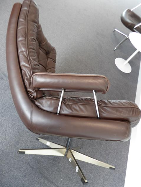 A Pair of 1970's Scandinavian Buttoned Brown Leather and Chrome Lounge Chairs, five prong base - Image 23 of 25
