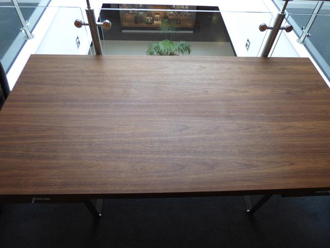 A Carl Hansen & Son Walnut CH110 Directors Desk, with two slender drawers, each with dividers - Image 5 of 9