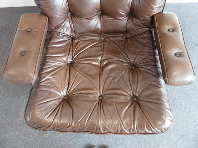 A Pair of 1970's Scandinavian Buttoned Brown Leather and Chrome Lounge Chairs, five prong base - Image 13 of 25