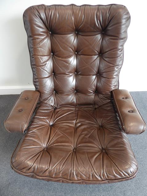 A Pair of 1970's Scandinavian Buttoned Brown Leather and Chrome Lounge Chairs, five prong base - Image 12 of 25