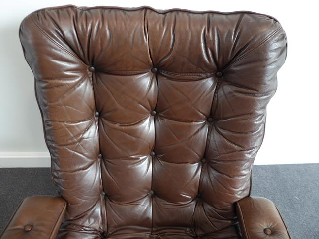 A Pair of 1970's Scandinavian Buttoned Brown Leather and Chrome Lounge Chairs, five prong base - Image 14 of 25