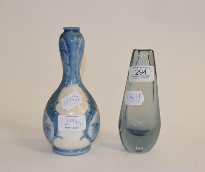 A Moorcroft Burslem pottery vase, 17cm (a.f.) together with a Kosta glass vase, Sweden, 15cm (2) - Image 2 of 10