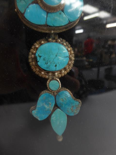 A pair of cased Indo-Persian white metal mounted turquoise three-piece sectional ornamental earrings - Image 3 of 9
