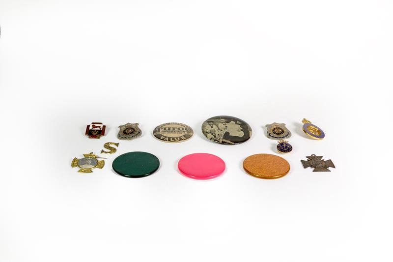 A small quantity of button badges, bone alphabet letters etc