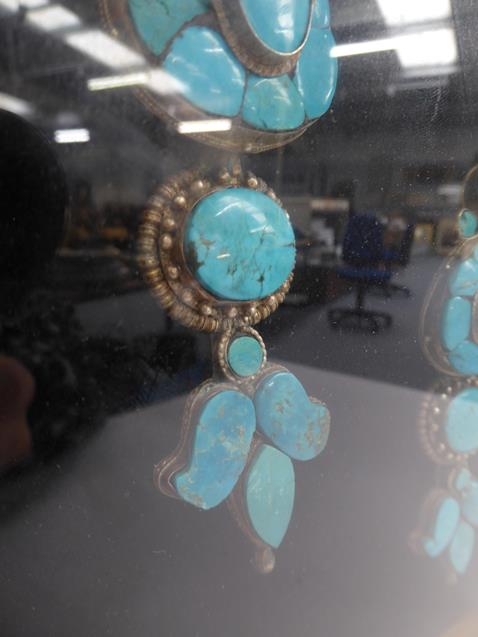 A pair of cased Indo-Persian white metal mounted turquoise three-piece sectional ornamental earrings - Image 7 of 9