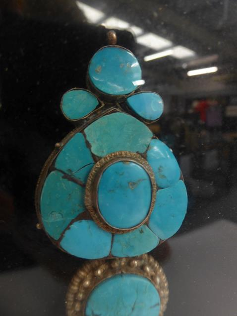 A pair of cased Indo-Persian white metal mounted turquoise three-piece sectional ornamental earrings - Image 4 of 9