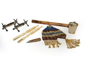 A tray of assorted 19th century and later items, to include a papier mache crumb scoop and similar