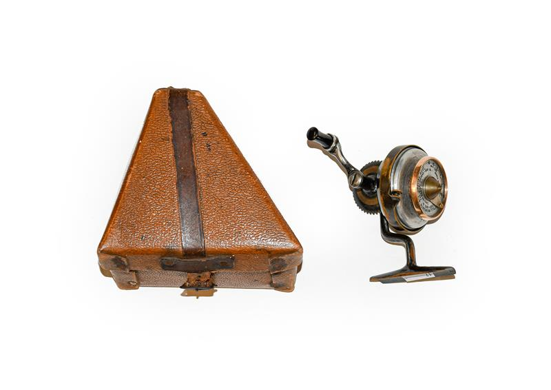 An Illingworth No3 Casting Reel complete with boxGood mechanical condition, some age related