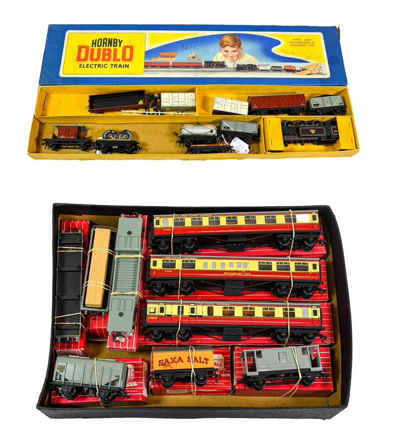 Hornby Dublo 3 Rail 0-6-2T BR 69657 Locomotive (G) with assorted loose wagons in long EDP10 Set