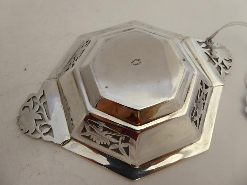 A Pair of George VI Silver Dishes, by Asprey and Co. Ltd., London, 1938, each octagonal and with - Image 5 of 12