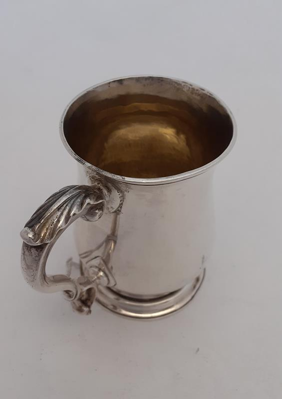 A George III Silver Mug, by William Cripps, London, 1762, Later Retailed by T. J. Paris, - Image 2 of 5