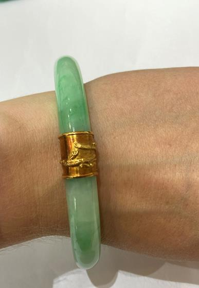 A Jade Bangle, with two bands overlaid with dragon detailing, measures 7.1cm inner diameter . The - Image 4 of 8