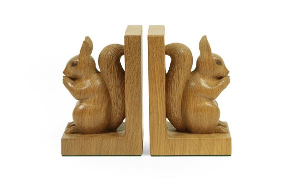 Stan Dodds (1928-2012): A Pair of English Oak Carved Red Squirrel Bookends, both sitting up on their - Image 2 of 4