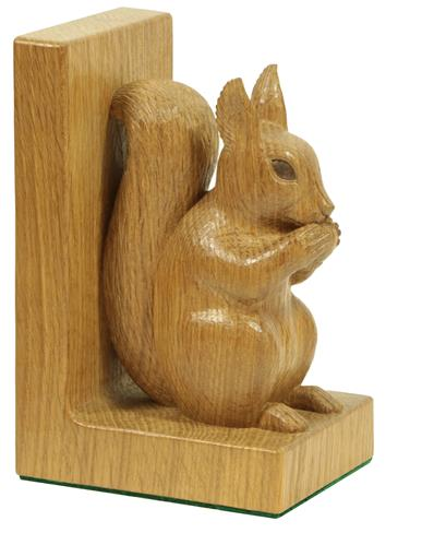 Stan Dodds (1928-2012): A Pair of English Oak Carved Red Squirrel Bookends, both sitting up on their - Image 3 of 4