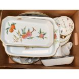 Royal Worcester dinner wares in Evesham and Strawberry Faor patterns (three boxes)