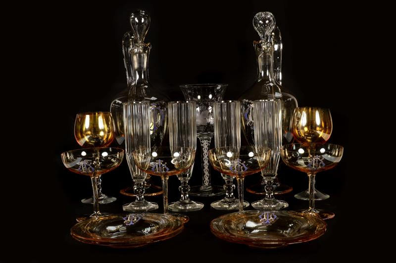 A tray of mixed glassware including a modern baluster shaped wine glass etched with fruiting vines