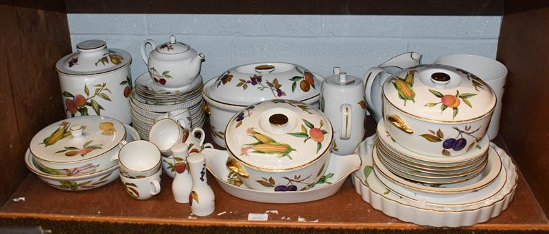 Quantity of Royal Worcester Evesham and Wild Harvest pattern dinner/tea wares - Image 2 of 2