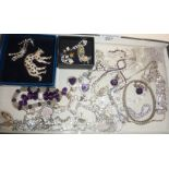 Vintage and contemporary diamante and other jewellery, some silver