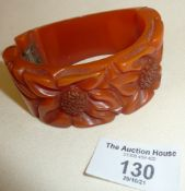 Art Deco carved amber bakelite or phenolic hinged bangle (not springing closed), approx 54g