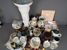 A mixed lot comprising ceramics to include Denby Greenwheat, Nao, Oriental,