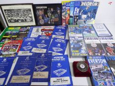 Everton - a collection of memorabilia to include programmes, photographs,