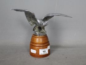 Automobilia - A car mascot in the form of an eagle with outstretched wings, mounted on wooden base,