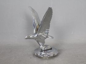 Automobilia - A chrome plated car mascot in the form of an eagle, approximately 17 cm (h).