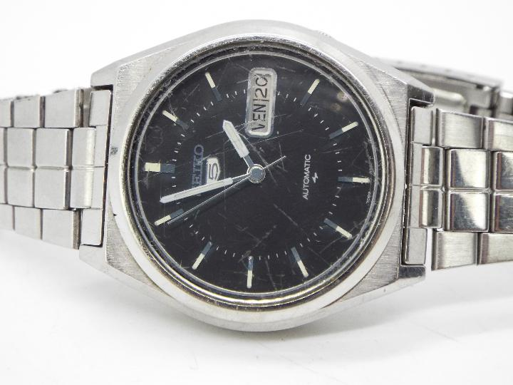 Two boxed Seiko wristwatches to include an automatic Seiko 5 and one other. - Image 2 of 3