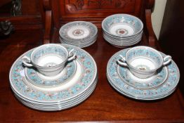 Wedgwood Florentine dinnerware W2714, to include five 10½ inch dinner plates,