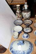 Antique Chinese blue and white tureen lid, 26cm across,
