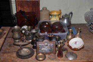 Carl Zeiss Jena 10x50 binoculars, collection of metalwares, mantel clock, wooden bowls,