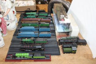 Collection of railway locomotive models including Flying Scotsman, Mallard (three in boxes).