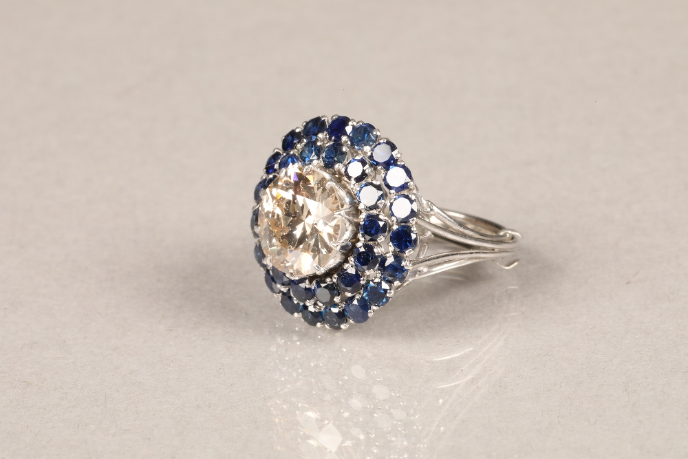 A diamond and sapphire three tiered circular cluster ring, centrally set with brilliant cut - Image 5 of 6