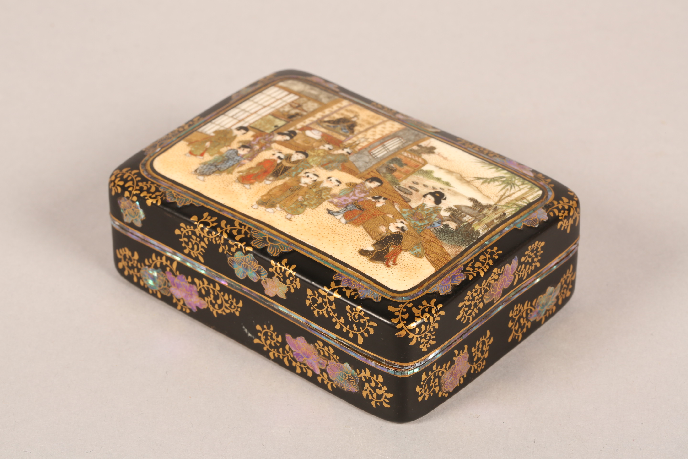 Japanese satsuma rectangular trinket box and cover, decorated internally and externally with - Image 7 of 10